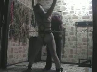 SMルームで全身緊縛されクリローター固定されながらスパンキング責めを味わうマゾ女…