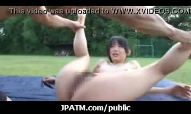 公園で彼女とえっちするの高まりすぎワロタwww