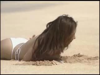 浜野裕子、キャンギャル出身で元C.C.ガールズ、長身スレンダーでB95の美巨乳、その水着と下着姿は動画にあるけど