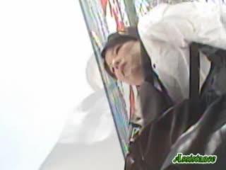 【リアル盗撮動画】甲子園球場で応援してる青春の1ページをローアングルから隠し撮りされている激カワ女子高生w