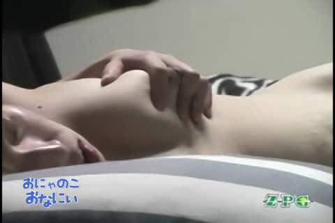 【盗撮動画】素人女性が猥褻乳輪でフカフカ中華まん巨乳を揉みながらローターをおま●こに宛がってオナニー行為w